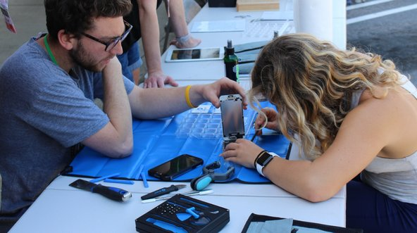 Right to repair demonstrated at repair cafe