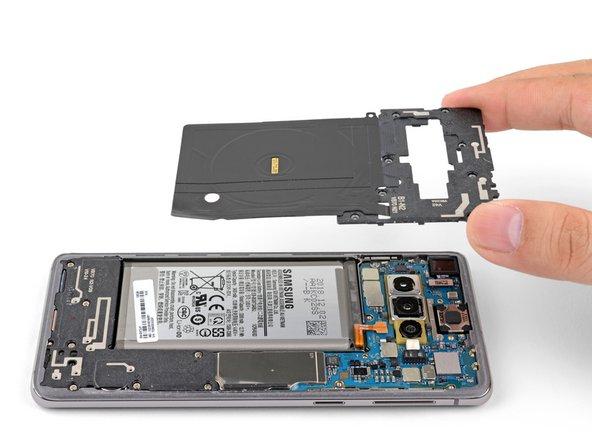 Retrait du châssis central supérieur du Samsung Galaxy S10