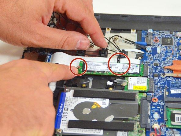 Image 1/3: Legen Sie nun diese Kabel frei.