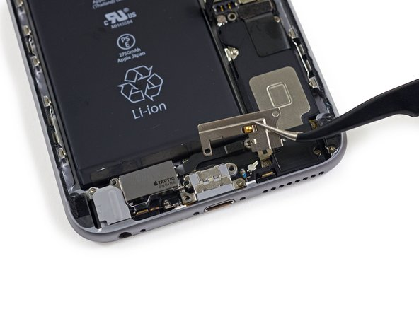 Image 1/3: The Taptic Engine in the 6s Plus measures 15 x 8 x 4.9 mm compared to the  35 x 6 x 3.2 mm one found in the 6s.
