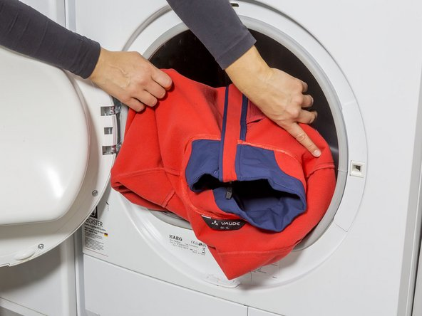 For optimal reactivation of the waterproofing (DWR), put the clothing into the dryer for 30 to 50 minutes after washing. Alternatively, you can air dry the clothing in a warm and dry place, however, the waterproofing will not be reactivated.