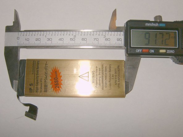 Image 2/3: Thickness of the Gold Battery is 3.86 mm vs. 4.04 mm for the standard battery.