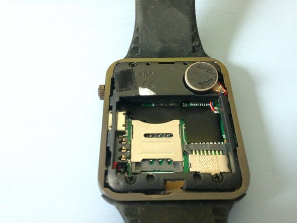 Now we have to remove the second (Yes, second) battery of the Watch.