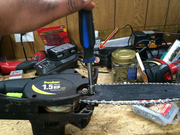 Image 1/3: Tight the chain saw chain that it tight enough that it move around the black inter case.