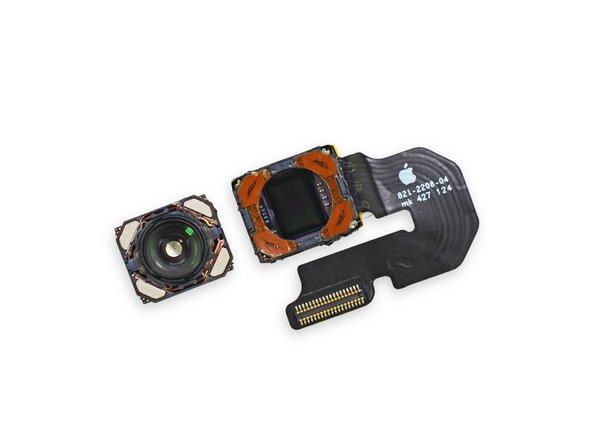 Uno sguardo approfondito all'interno della fotocamera posteriore rivela quanto ci aspettavamo di trovare: un piccolo obiettivo.