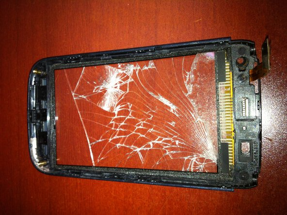 Here you see the front of the phone with the digitizer still attached.