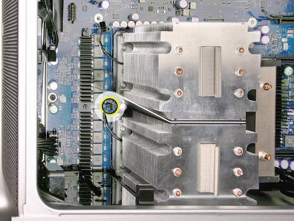 Disconnect the cable connector for the lower processor (CPU B) heatsink.