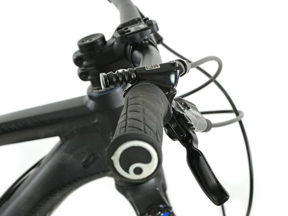 Install and orient the remote on the handlebar with the bleed port level, or at the highest point.