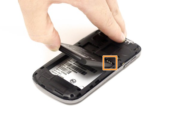 Image 2/2: Carefully insert the new battery with the connectors aligned correctly.