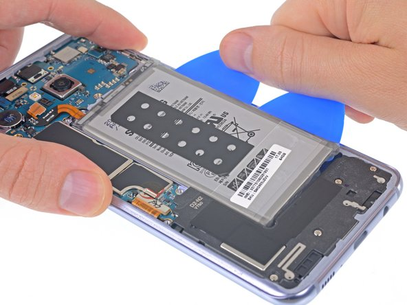 Apply steady, even pressure to slowly lever the battery up and out of the phone.