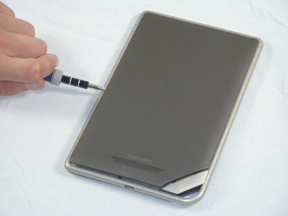 Slide the spudger around the edges of the Nook to loosen the back panel.