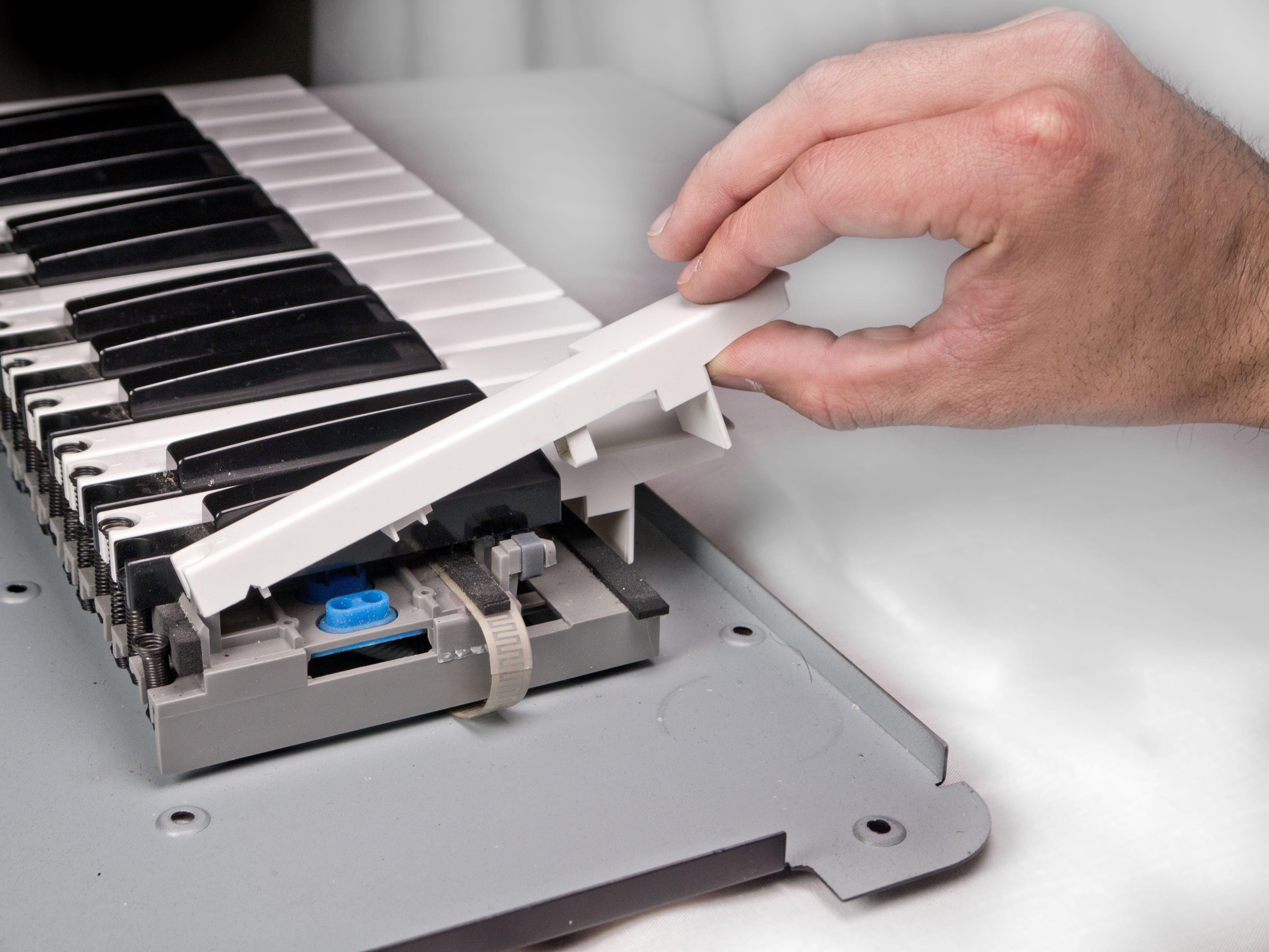 Akai MPK25 Keys Replacement - iFixit Repair Guide