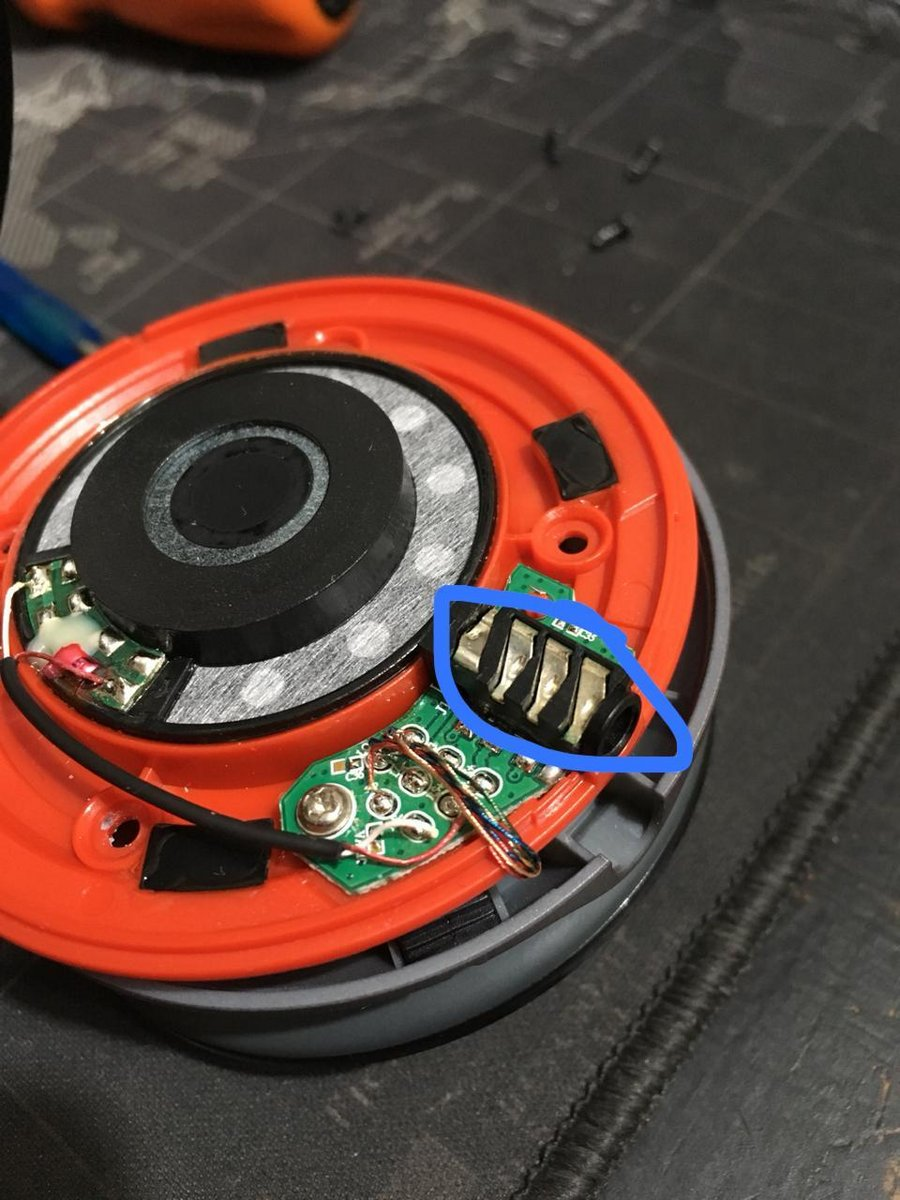 Beats Wireless Only One Side Works On Bluetooth Both Sides Work Left Headphone Speaker Wiring Be Careful Because There Are Several Tiny Cables Welded To The Board And Can Broken Easily Hope This Helps
