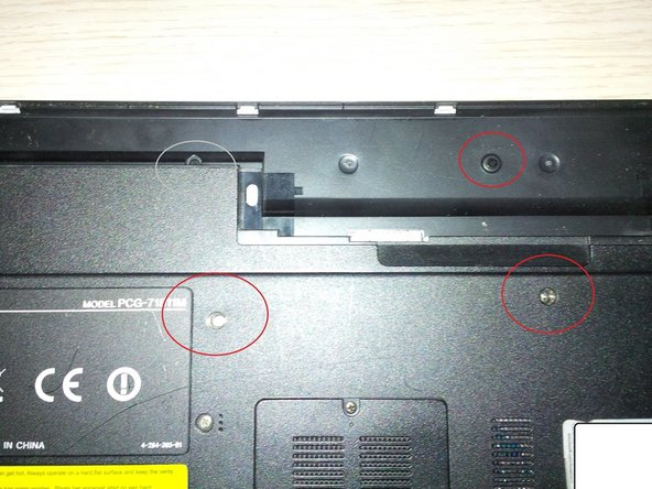 Image 2/2: don't forget the 2 black screws in the battery compartment.