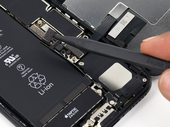 iPhone 7 Batterieanschluss trennen
