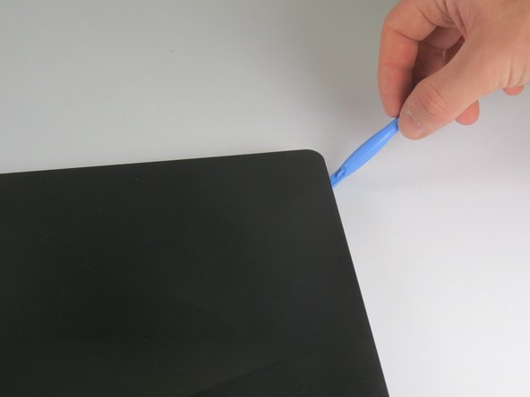 Image 3/3: Start at one point of the crease and pry along the edge of the entire monitor for the best results.