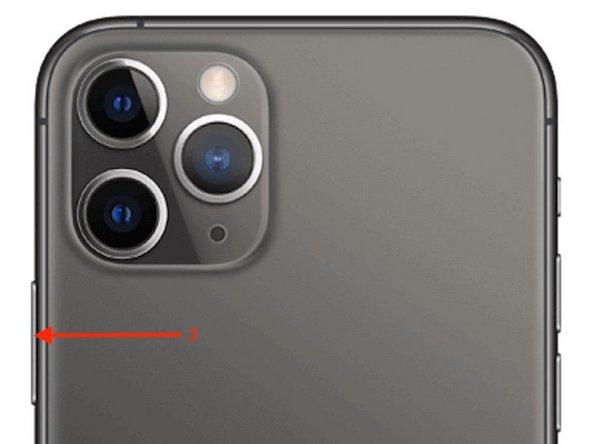 Pour finir, maintenez le bouton latéral enfoncé jusqu'à ce que le logo Apple apparaisse (3)