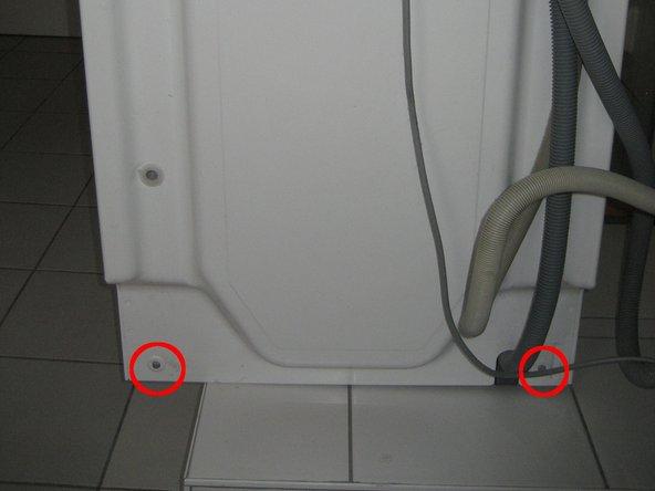 Schrauben gem. Abbildungen entfernen (und nur diese !!!)