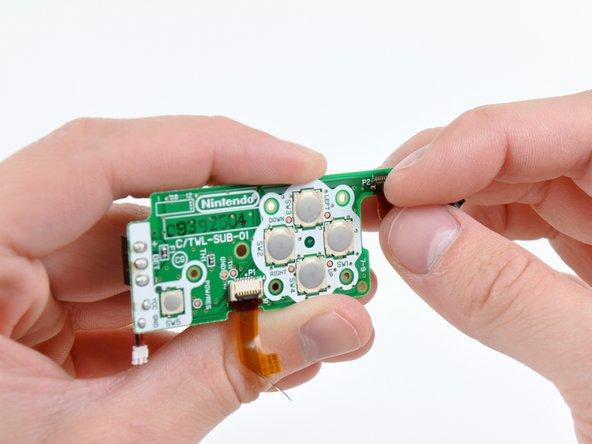 Avec votre ongle ou un outil en plastique, ouvrez le clapet de retenue du connecteur ZIF du voyant LED.