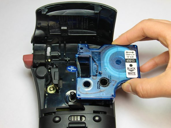 Image 2/2: Lift the label tape cassette out of the device.