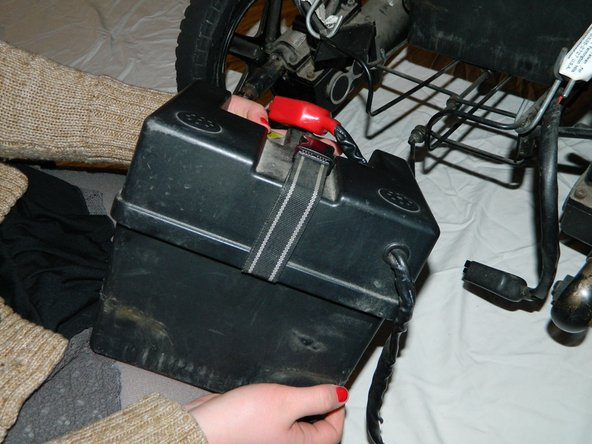 Image 2/3: Place the second battery back into the holder.