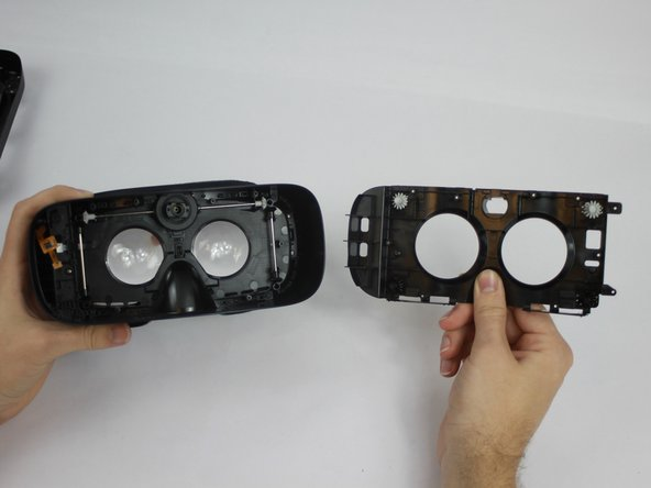 Carefully remove the Inner Mask by pulling it from the inner side of the lenses socket.