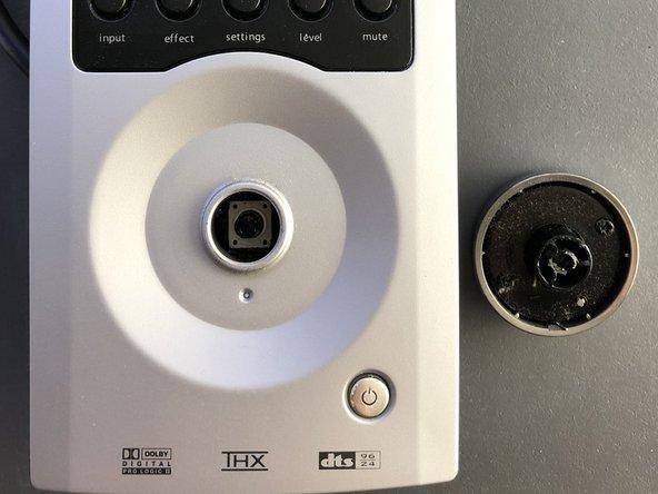 Enlever le bouton volume sur la face avant du pod. Il faut tirer un peu dessus car il y a un peu de colle.