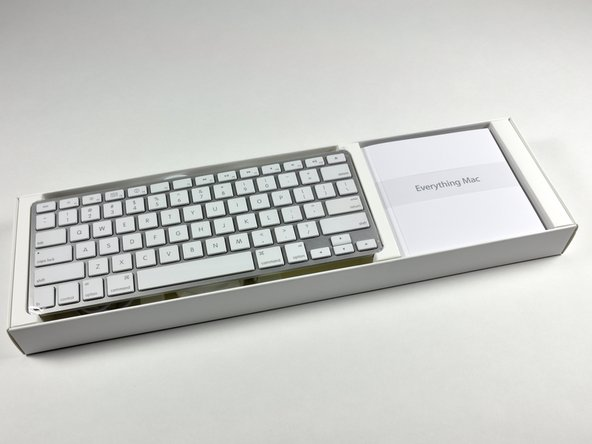 "Image 2/2: Our keyboard has no number pad, but in their online store Apple offers a ""keyboard with numeric keypad"" as a no-cost alternative to the standard one."
