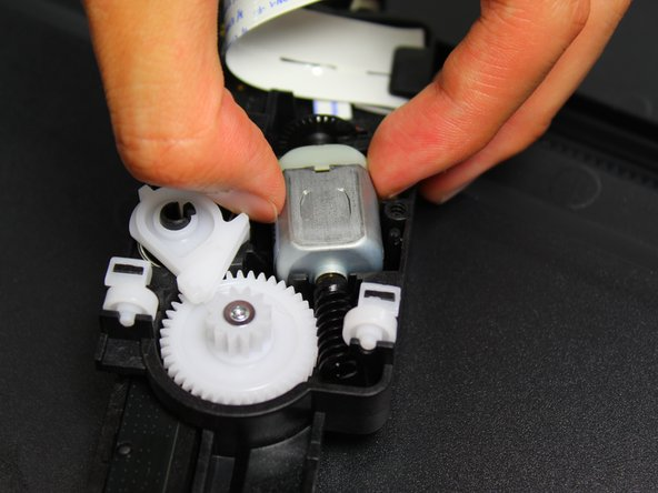 Remove the motor from its casing by holding the motor on both sides and pulling up.