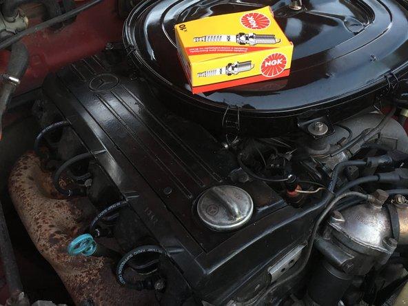 Primero se debe comprar las bujías correspondientes a el modelo de motor, o el equivalente. Consultar el manual de propietario.