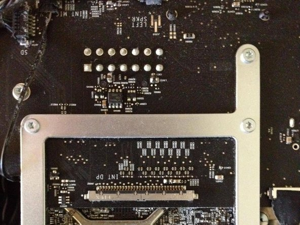 Image 1/2: Now remove these 3 screws from the graphics card brezel seen in the left image