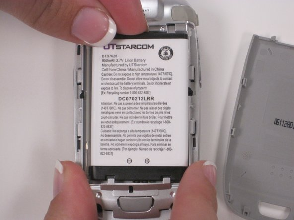Carefully remove the battery from the phone by prying the battery from the top.