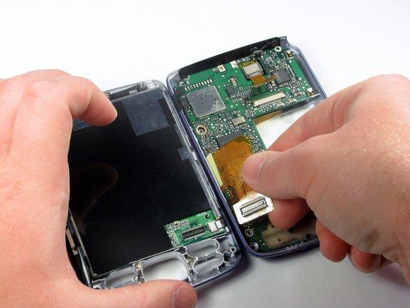 Le connecteur vidéo orange est le câble qui relie la carte mère à l'écran.