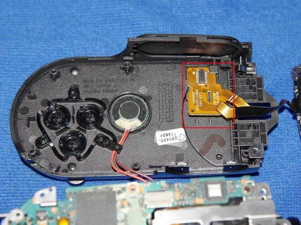Retirer la nappe du LCD du chassis.