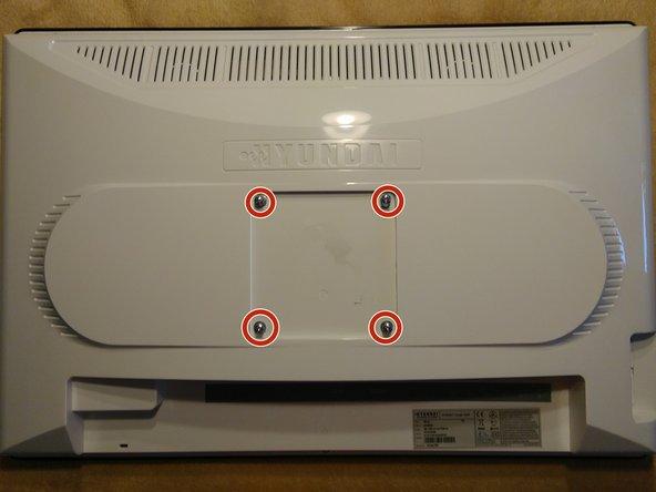 Stelle sicher, dass die Stromversorgung und alle anderen Anschlusskabel vom Monitor getrennt wurden.
