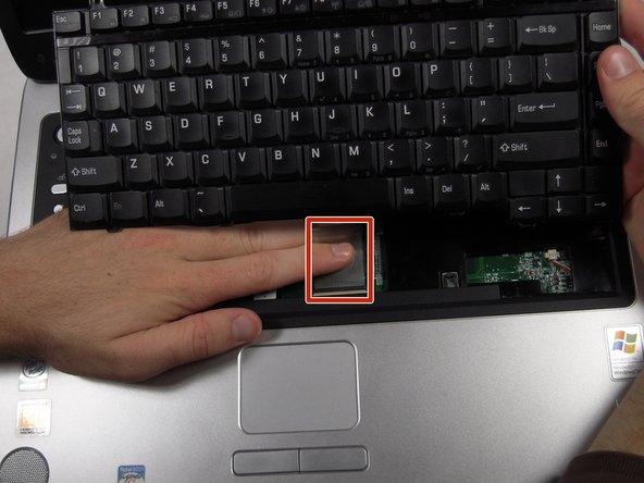 Remove the cable connecting the keyboard with the motherboard.