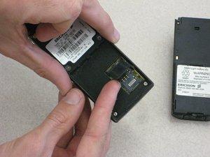 Démontage de la carte SIM du Ericsson CF 388