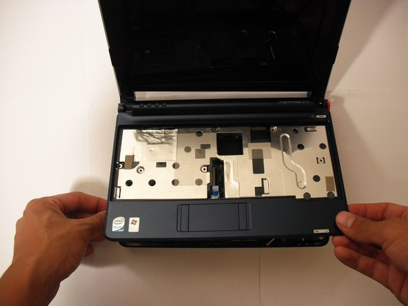 Image 1/2: Gently lift the top case off.
