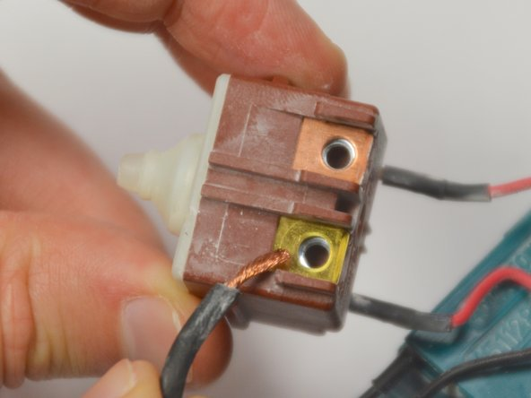 When reassembling, be sure to attach the power cabling in the same positions.