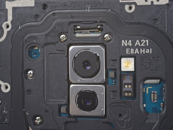 We head straight to the rear camera to get a look at the fancy new dual aperture camera in action.