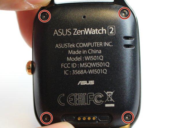 Abra el reloj quitando los cuatro tornillos de 3.5 mm con el destornillador T5.
