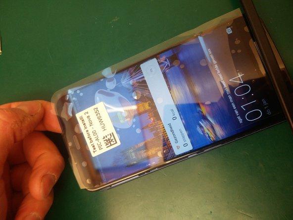 Klik eerst de schermconnector er terug in. Vervolgens kan de batterijconnector terug aangesloten worden en kan het scherm getest worden alvorens het scherm in te lijmen.