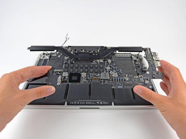 "Sostituzione gruppo scheda logica nel MacBook Pro 15"" Retina Display versione fine 2013"