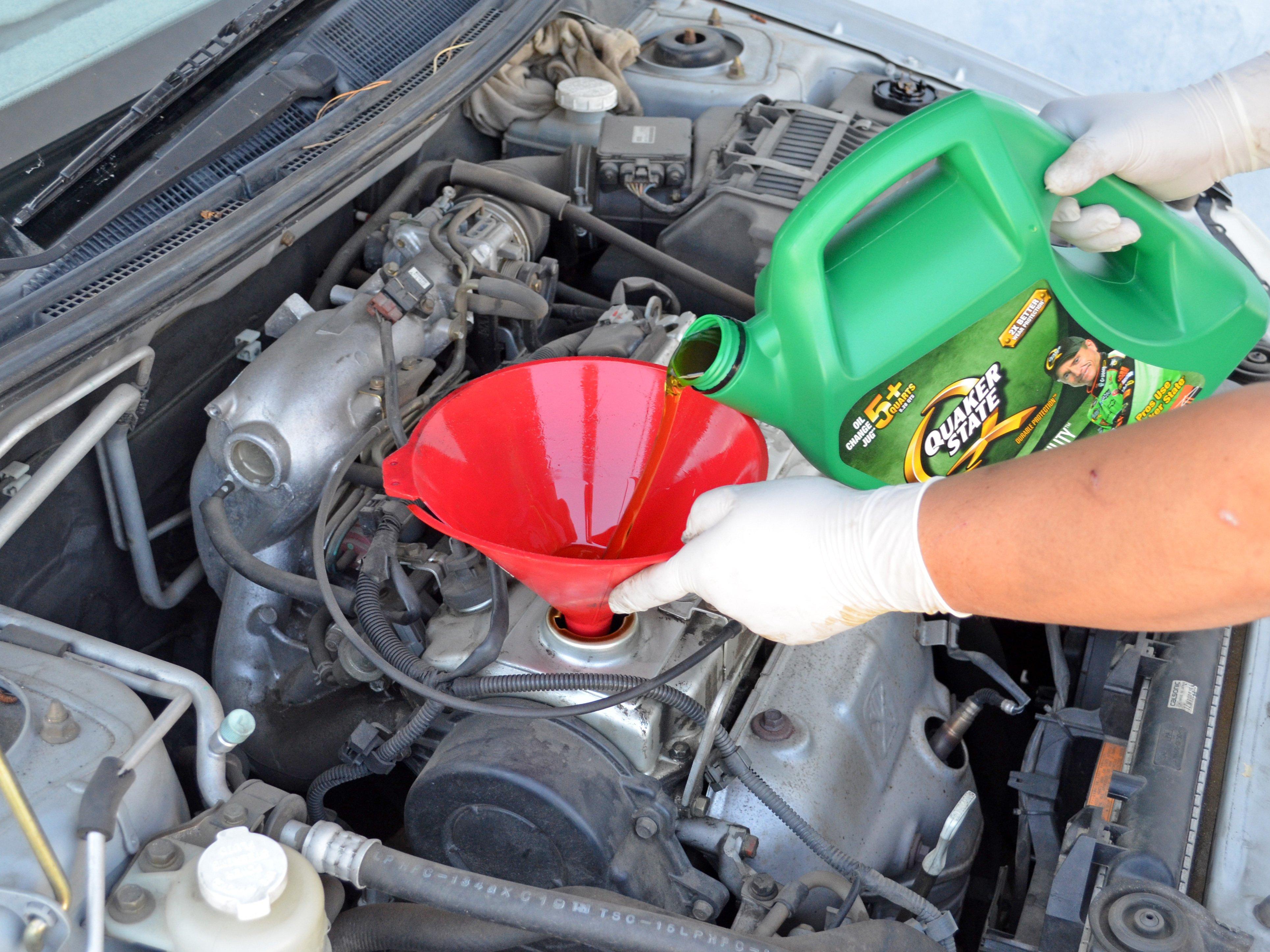 2002-2007 Mitsubishi Lancer Oil Change (2 0L I4 DOHC) (2002