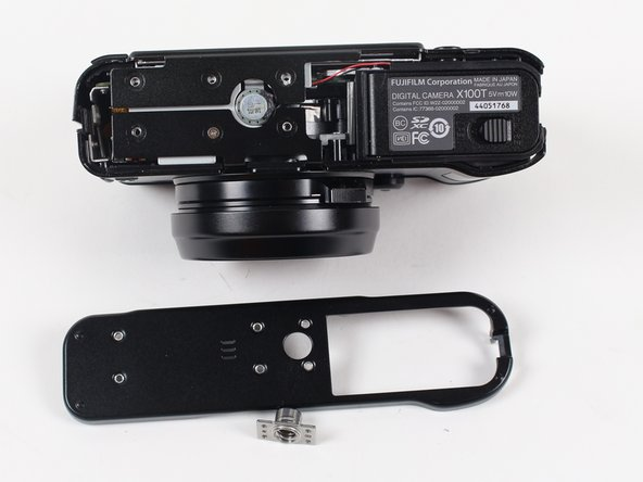 Image 1/1: The tripod mount is keyed and fits into a series of pegs on the back side of the bottom plate.