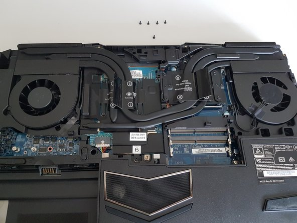 P775DM3 Zugang zu den wichtigsten Komponenten