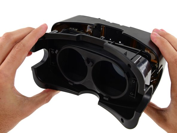 Image 3/3: Hold onto your hamburgers, because here comes the first look at the inside of the Oculus Rift Development Kit 2.