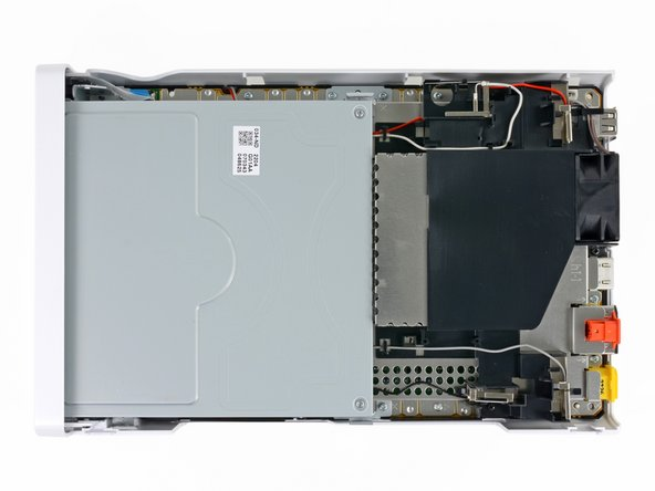 Image 2/2: There is nothing initially surprising as we get our [http://www.youtube.com/watch?v=ymUAvf5Uhng&feature=fvwrel|first glimpse of the U]. The optical drive and heat sink dominate the majority of the  console's internal Wii-al estate, and are considerably beefier than those found in the Nintendo Wii.
