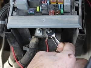 How to Activate 12 V Aux Power in a 2007-2014 Chevrolet ...