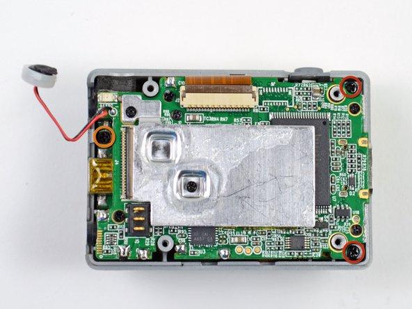 フロントケースとマザーボードアセンブリを固定している次の3本のネジを外します。